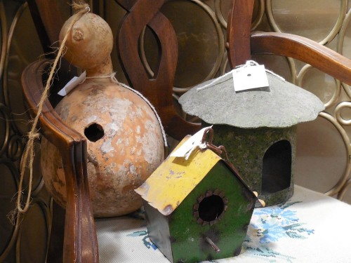 natural gourd house regulates temperature. A picture of three different houses.